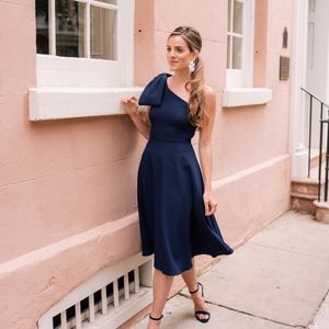 Gal Meets Glam Yvonne Crepe One-Shoulder Dress